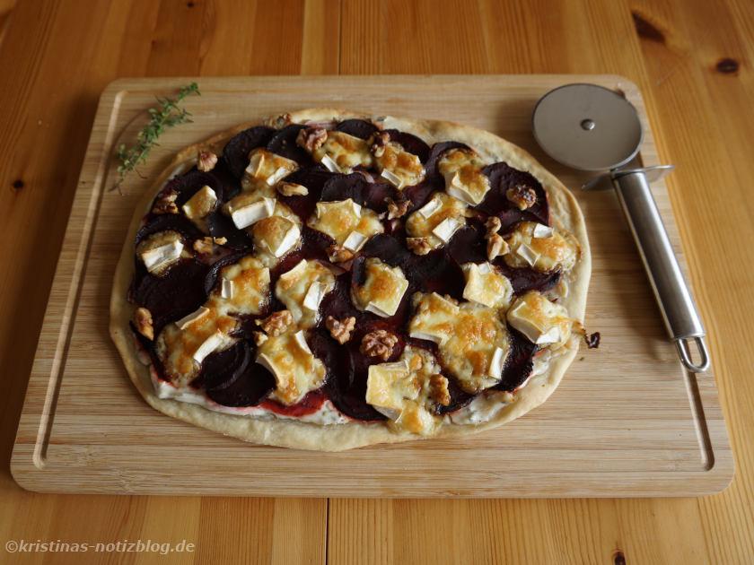 Flammkuchen mit Roter Bete und Camembert