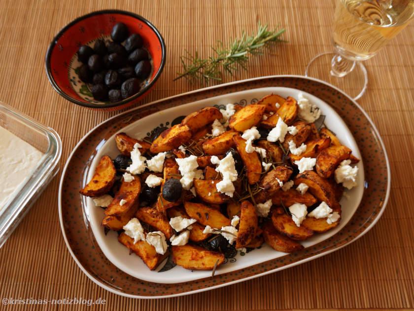 Kartoffel Wedges mit Oliven und Schafskäse